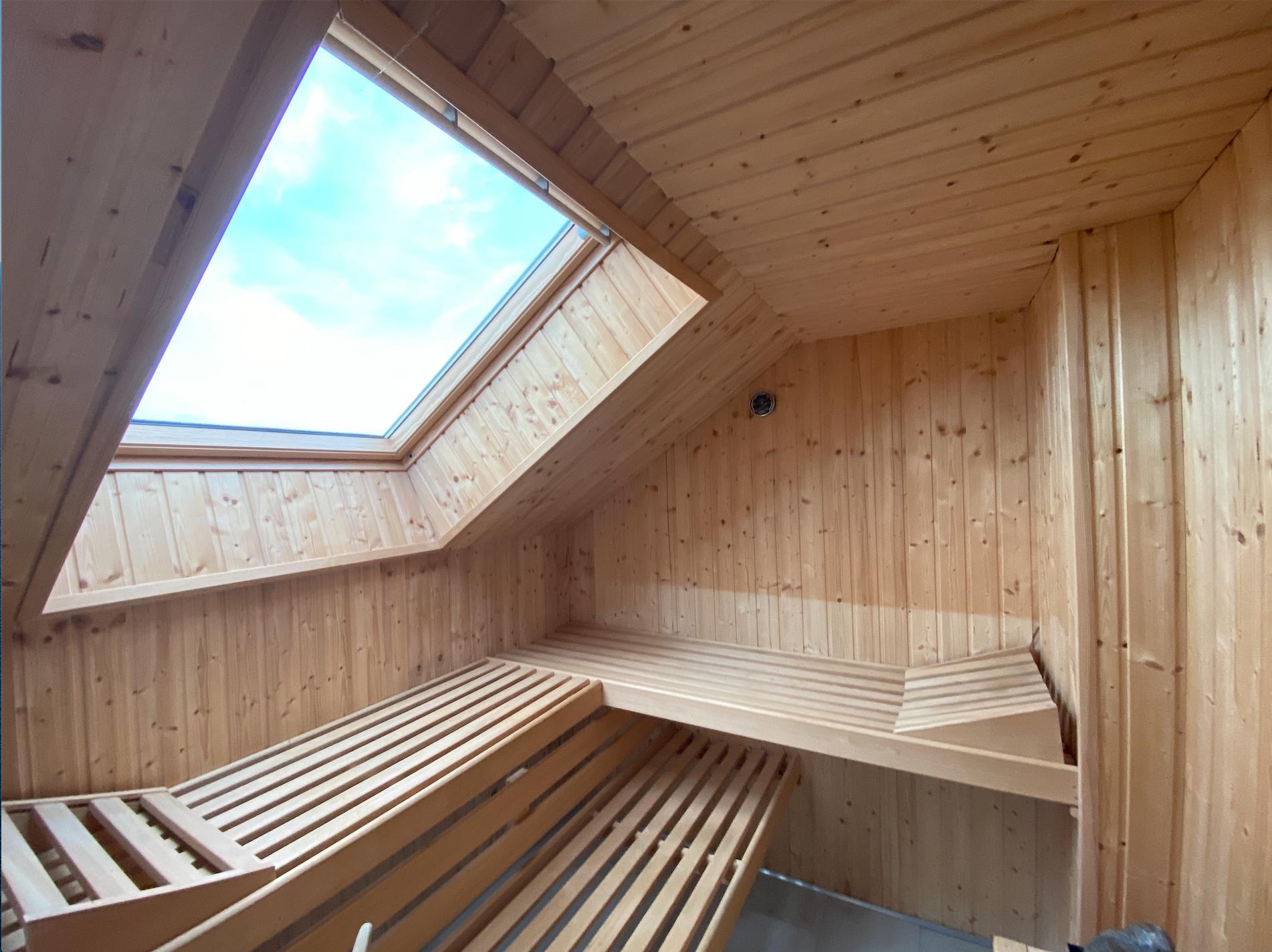 Individualeinbau einer Sauna nach Maß inkl. Dachflächenfenster